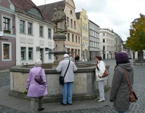 Brunnen auf dem Altmarkt: Reinhardtsdorfer Sandstein