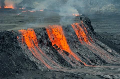 Rand des Lavasees im Nyiragongo-Krater, DR Kongo. Foto ©Boston Globe
