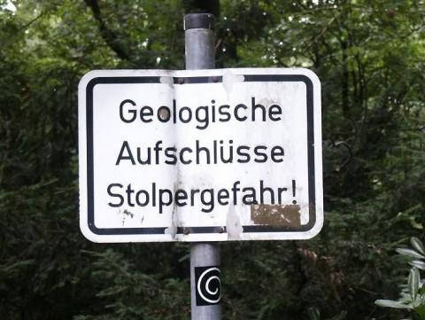 """Sign """"Geologische Aufschlüsse Stolpergefahr!"""""""