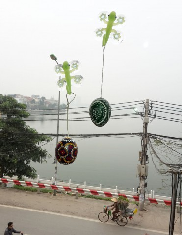 Sorbische Ostereier am Fenster in Hanoi
